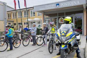 20. 9. 2017 – ETM: šestošolci kolesarili po ulicah Postojne