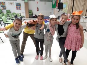 10. 5. 2019 –  Učenci priseljenci  zaigrali igro Mojca Pokrajculja