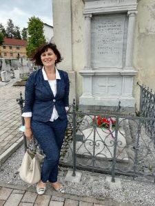 20. 5. 2020 – Ravnateljica Sabina Ileršič je ob 125. letnici  rojstva Antona Globočnika položila cvetje na grobnico nekdanjega postojnskega  okrajnega glavarja, po katerem nosi ime naša osnovna šola.