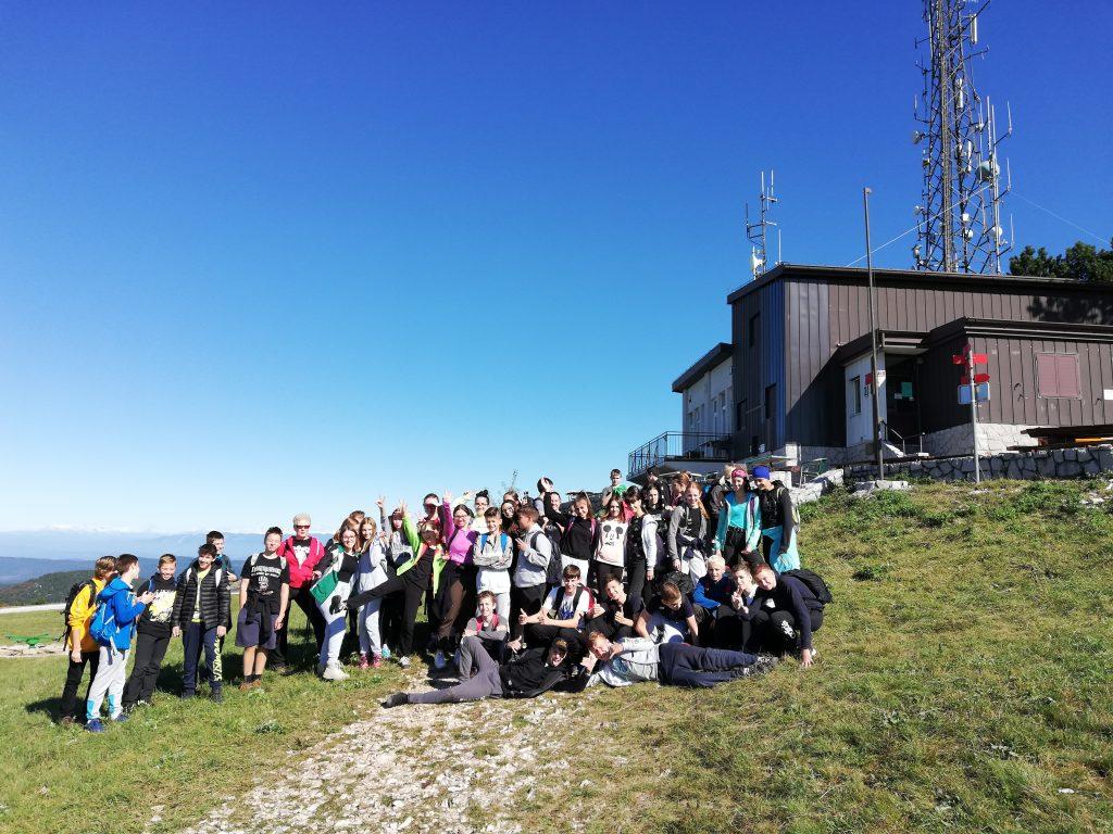 30. 9. 2020: Osmošolci na športnem dnevu osvojili vrh Slavnika