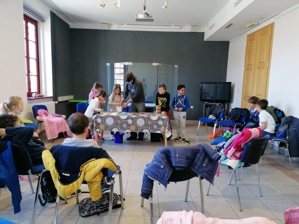 25. 3. 2021: 3. r – Obisk Notranjskega muzeja Postojna